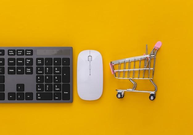 Supermercado online. teclado de pc e carrinho de compras em amarelo