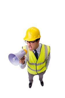 Supervisor de construção zangado isolado no branco
