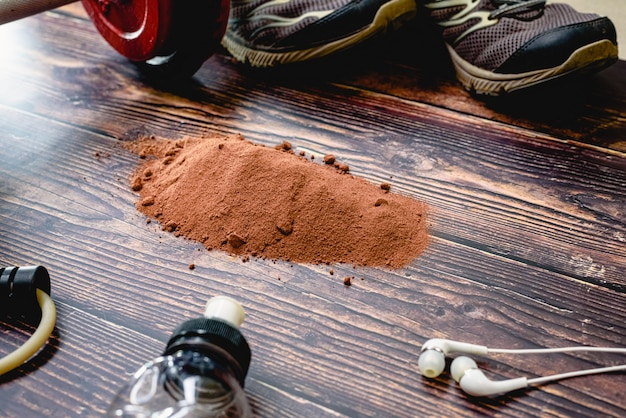Suplemento esportivo à base de soro de leite, proteínas e carboidratos com sabor a cacau