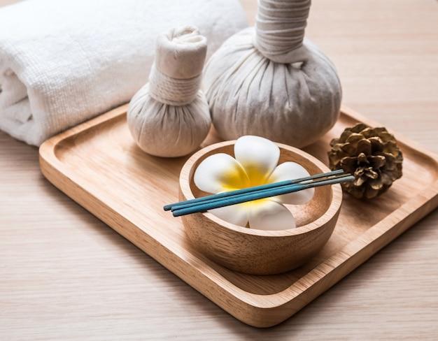 Suplementos de aromaterapia na madeira
