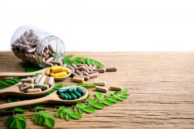 Suplementos naturais, vitamina ou medicina orgânica, cápsula, pílulas herbáceas de ervas