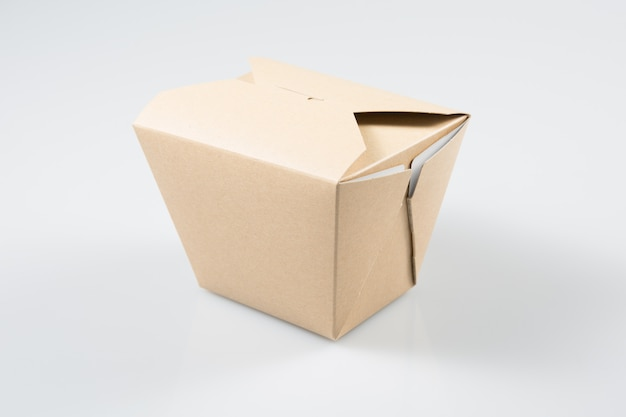 Suporte de caixa em branco wok isolado
