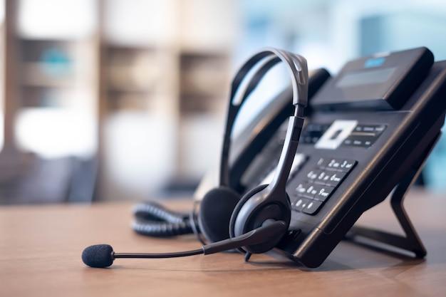 Suporte de comunicação, call center e help desk de atendimento ao cliente. fone de ouvido voip para conceito de suporte de atendimento ao cliente (call center)