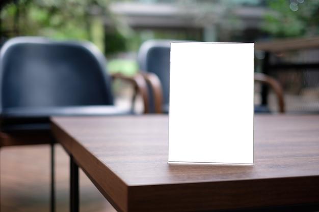 Suporte mock up menu quadro cartão da barraca fundo desfocado design layout visual chave.