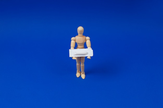 Supositório médico, retal ou vaginal.