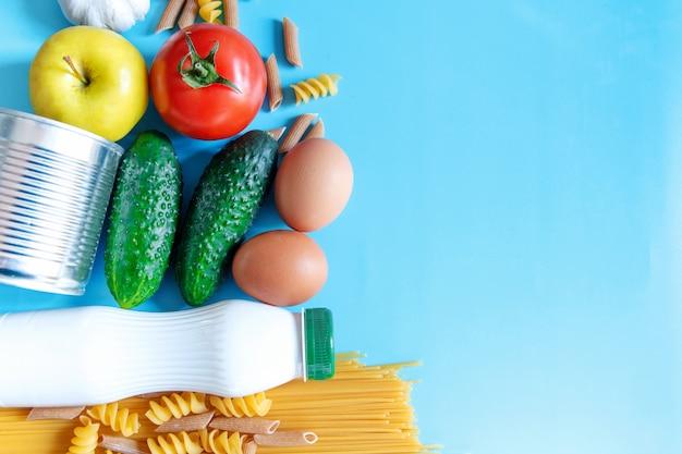 Suprimentos alimentares em azul