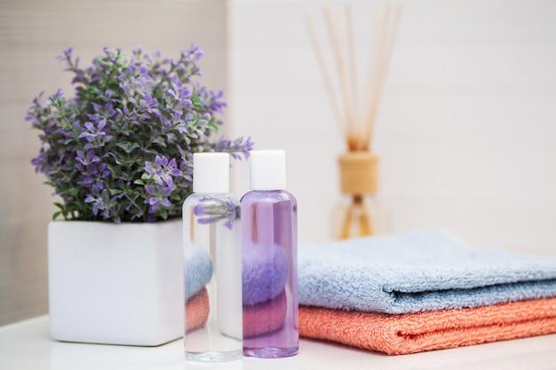 Suprimentos de chuveiro. produtos cosméticos de composição de tratamento de spa.
