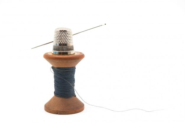 Suprimentos de costura, carretel de madeira com fio