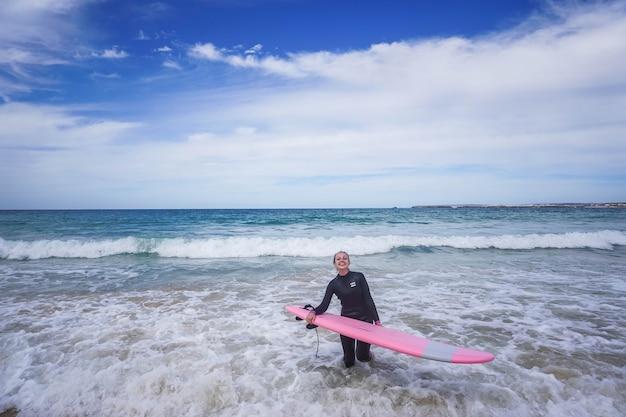 Surf em portugal, ótima época para relaxar, dia de verão
