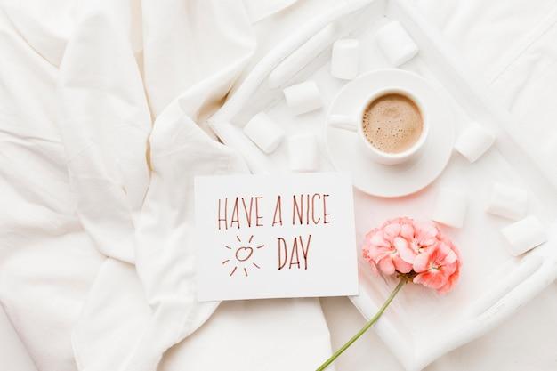 Surpresa de flores e café