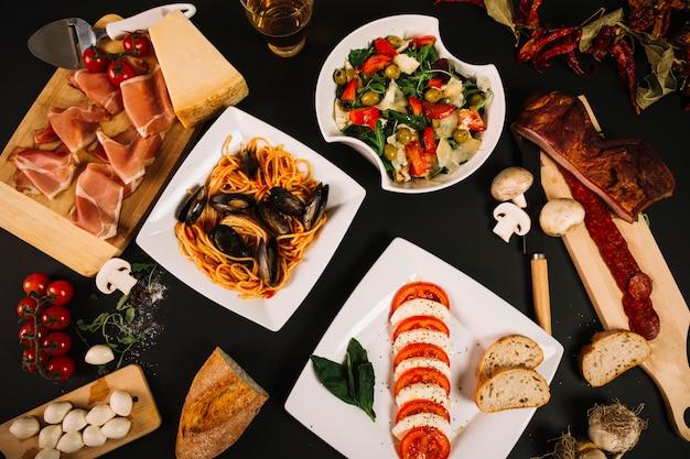 Surtido de comida mediterrânea