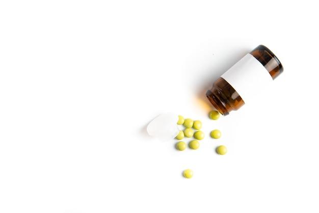 Surto de coronavirus 2019-ncov. comprimidos e medicamentos, cuidados durante a doença.