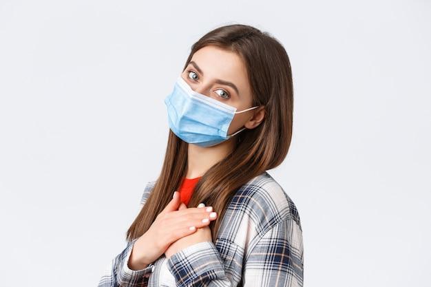Surto de coronavírus, lazer na quarentena, distanciamento social e conceito de emoções.