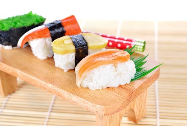 Sushi comida japonesa tradicional