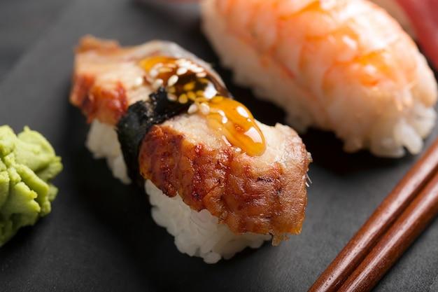 Sushi de enguia defumada