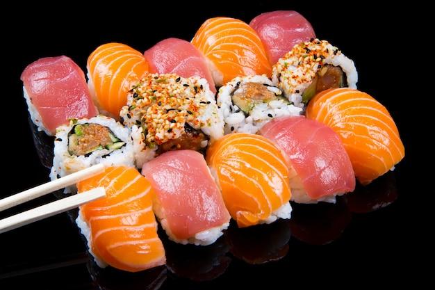 Sushi e pãezinhos