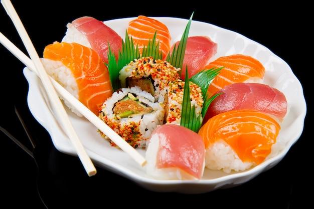 Sushi fresco comida japonesa tradicional
