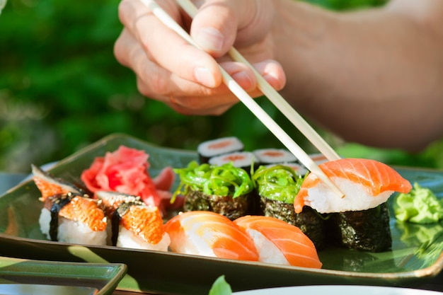 Sushi frutos do mar japoneses
