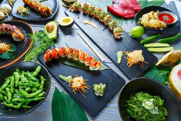 Sushi japonês asiático receitas variadas com algas