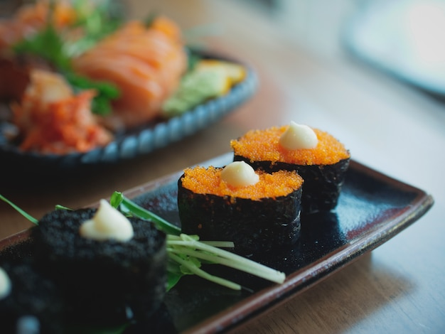 Sushi no prato, comida japonesa
