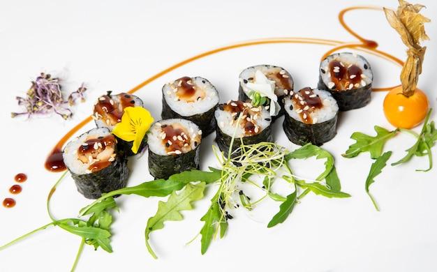 Sushi roll com frango