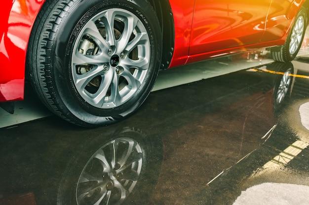 Suspensão com pneus de borracha