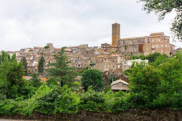 Sutri em lazio, itália. paisagem urbana e paisagem