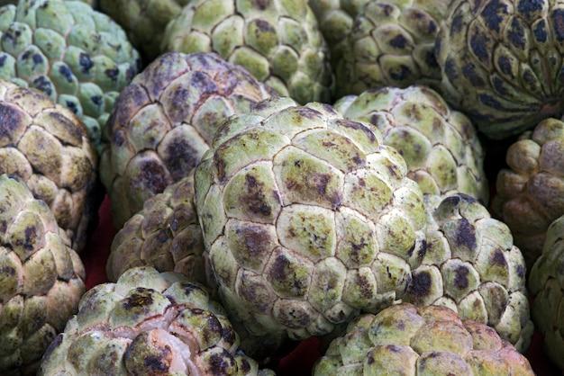 Sweetsop fresco no mercado ao ar livre