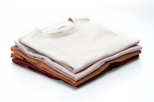 T-shirt dobrada isolada
