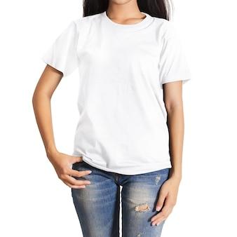 T-shirt em fundo branco