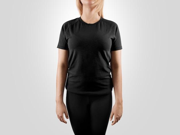 T-shirt feminina preta em branco para seu projeto
