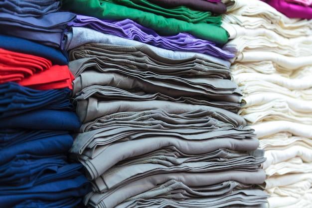 T-shirts coloridas