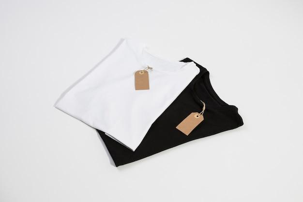 T-shirts com etiquetas
