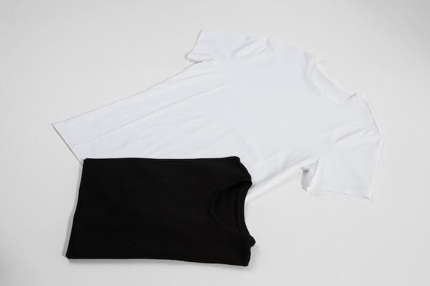 T-shirts em duas cores