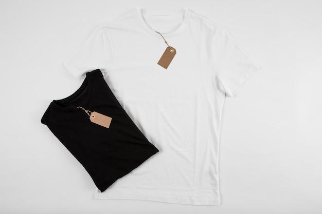 T-shirts em preto e branco