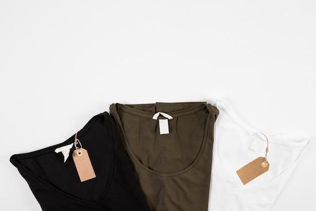 T-shirts em três cores