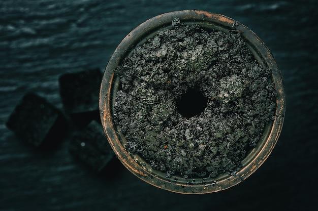 Tabaco de cachimbo de água em uma tigela
