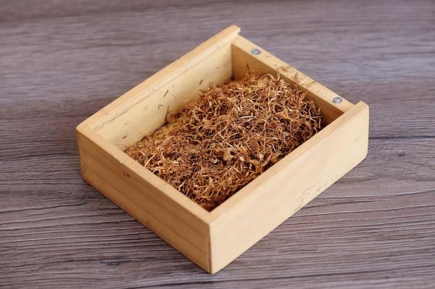 Tabaco tradicional em caixa de madeira