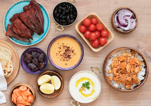 Tabela de alimentos iftar. refeição noturna para o ramadã