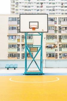 Tabela de basquete com arquitetura colorida edifício em hong kong