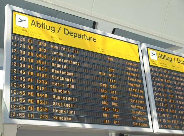 Tabela de horários dos aviões no aeroporto