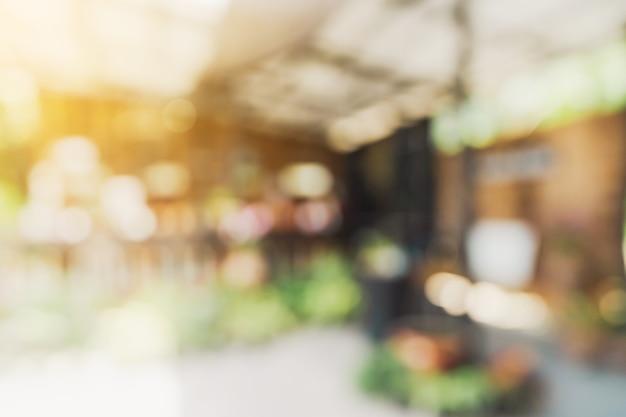 Tabela de luz turva abstrata em cafeteria e um café com bokeh de fundo. modelo de exibição do produto.