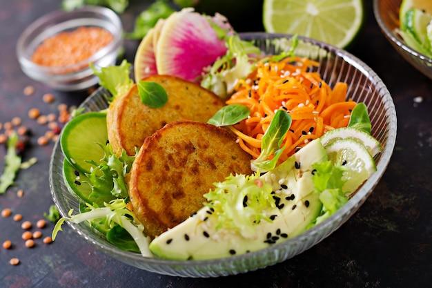 Tabela do alimento do jantar da bacia de buddha do vegetariano. comida saudável.