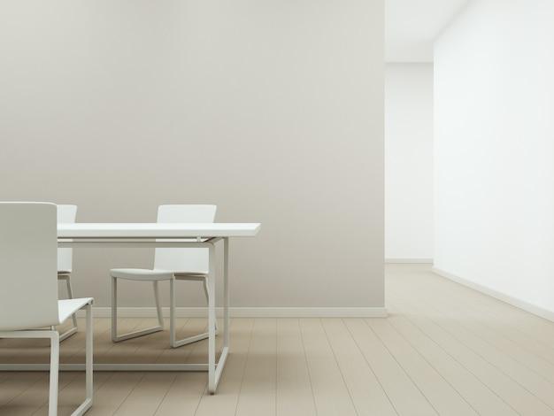 Tabela e cadeiras brancas no assoalho de madeira com fundo bege vazio do muro de cimento.