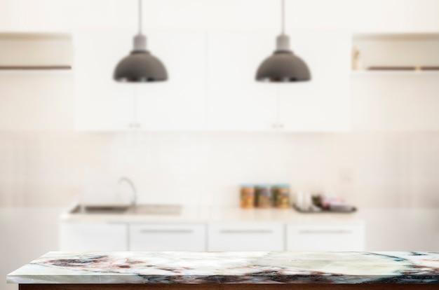 Tabela superior de mármore vazia do modelo na sala da cozinha.