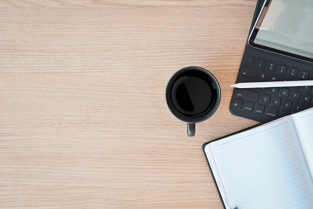 Tablet de área de trabalho mínima, teclado inteligente e espaço de cópia