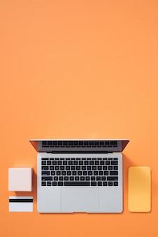 Tablet de compras on-line plana leigos, caixas de presente na cor.