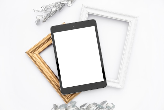 Tablet de mock-up de vista superior com quadros