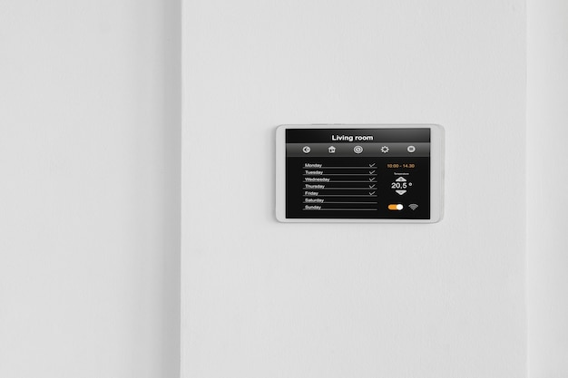 Tablet doméstico inteligente na parede