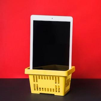 Tablet na cesta de compras